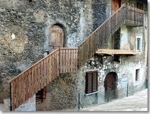 Borgo antico di alino di s pallegrino terme in valle brembana - Scale esterne casa ...