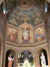 L'altare e l'abside - foto Piero Gritti